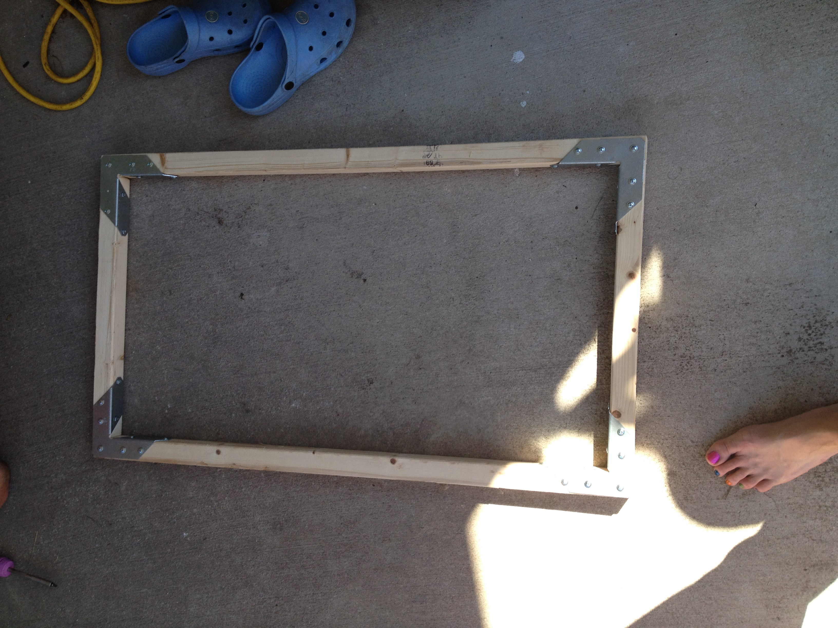 How to make a hopefully cat proof tortoise table top yes i probably didnt need to use all the screw holes but anything worth doing half assed is worth over engineering remember this is the underside solutioingenieria Images